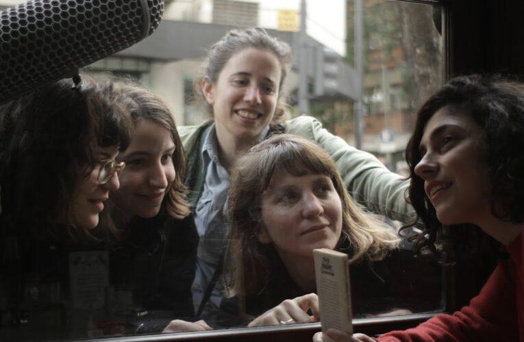 [34° Mar del Plata Film Fest] Crítica de 'Las Poetas visitan a Juana Bignozzi'