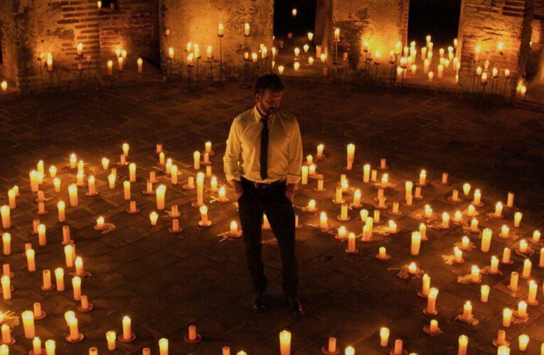 Paramount+ presenta en exclusiva el concierto íntimo de Ricardo Arjona